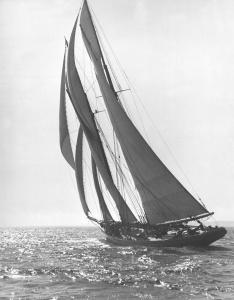 Bluenose_Sails_Away_-_1921
